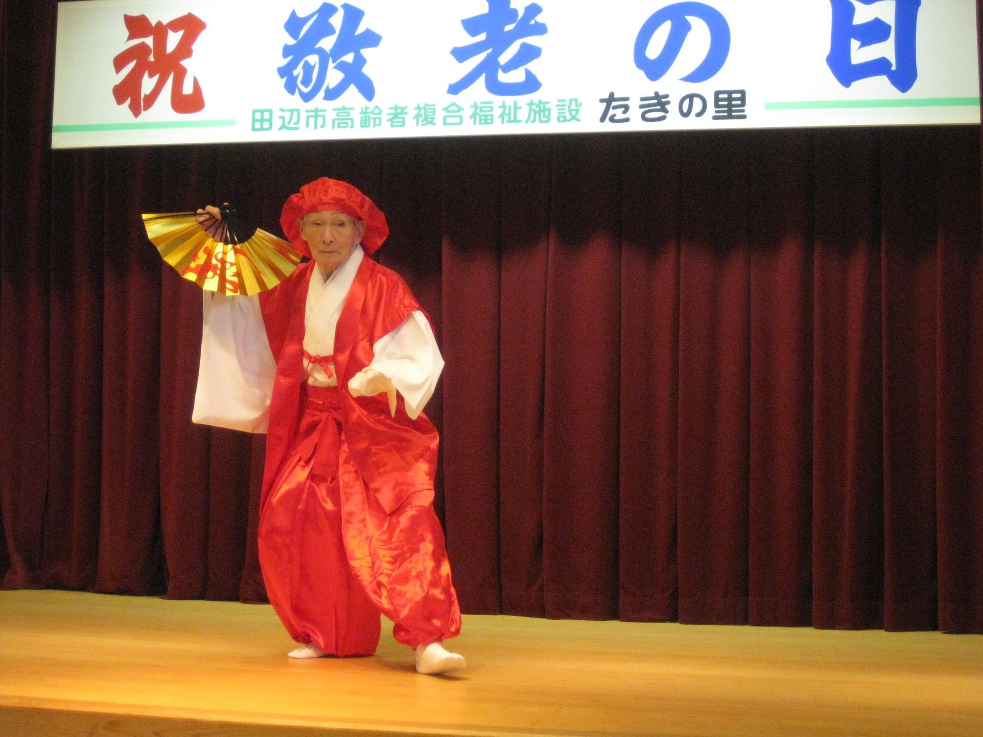式典舞踊訪問 (4).JPG